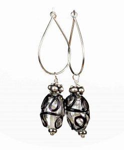 Øreringe med dekorative glasperler