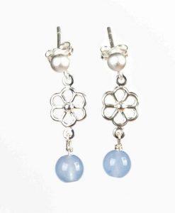 Øreringe med små chalcedon perler