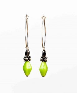 Creoler øreringe med forårsgrønne perler