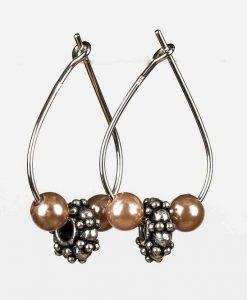 Dråbeformerede øreringe med fine perler