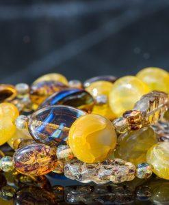 Halskæde i gyldne farver