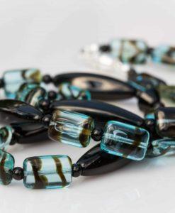 Perler i sort og blå