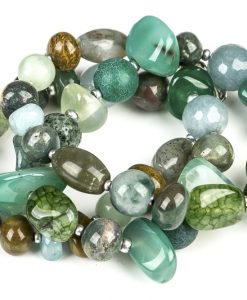 halskaede i groenne sten