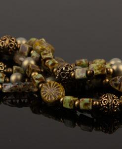 halskaede i antik groen
