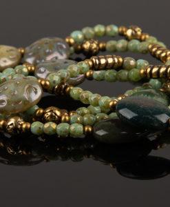 halskaede i groenne farver