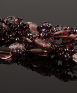 lang halskaede i lilla farver