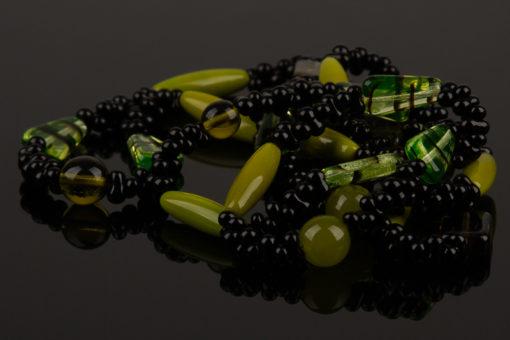 lang halskaede i groen og sort