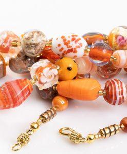 lang halskaede med orange perler
