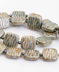 halskaede med beige perler